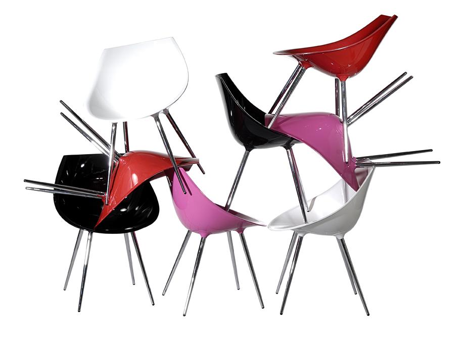 Chaises multicolores