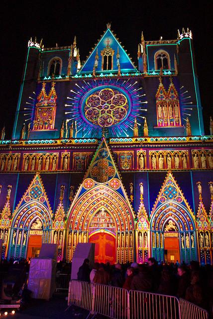 cathédrale saint jean dans le vieux lyon pour la fête des Lumières