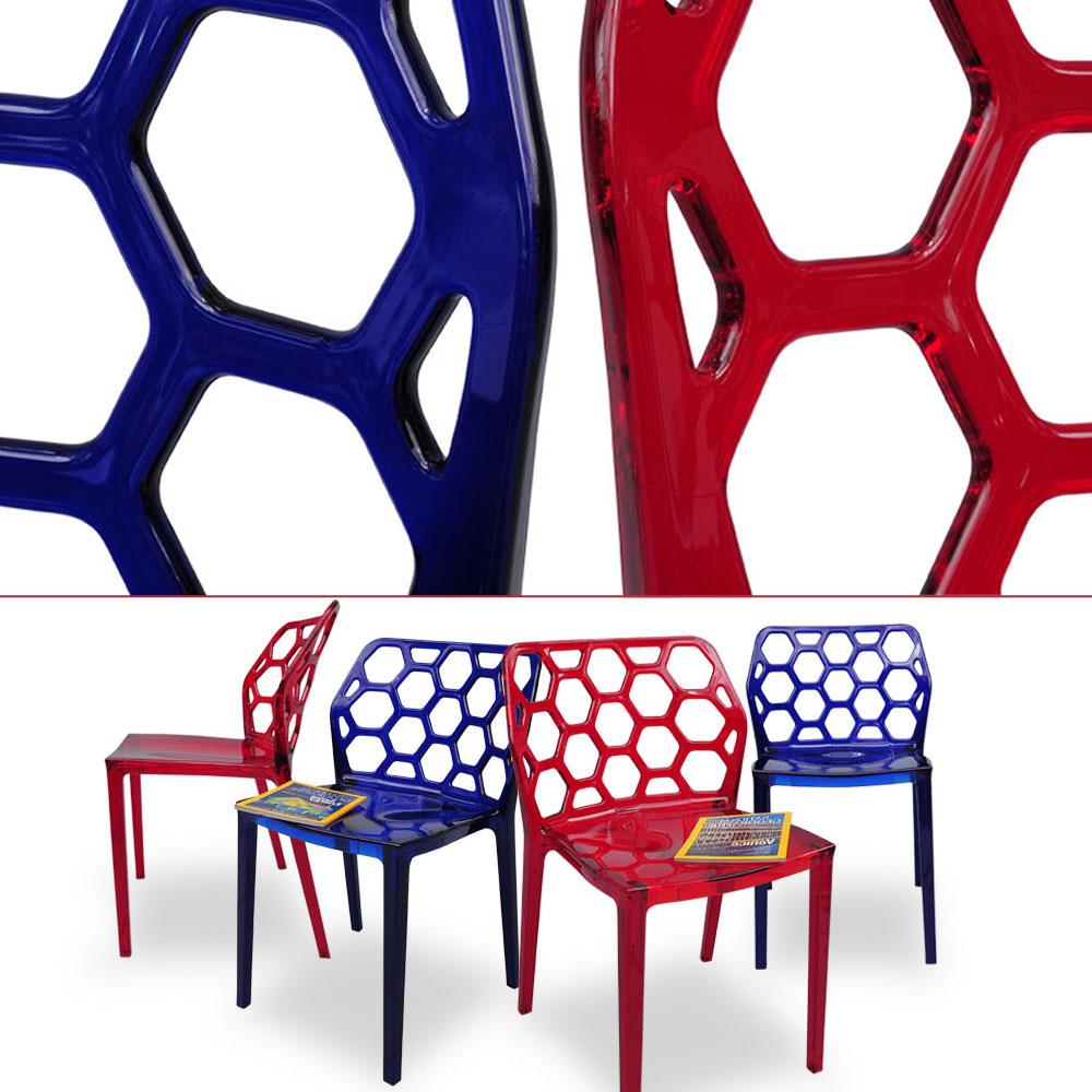 Chaise transparente rouge et bleu