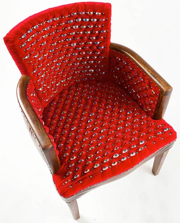 fauteuil au design angoissant par fiona roberts