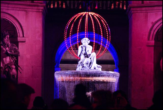 fontaine illuminée à lyon pour la fête des lumières